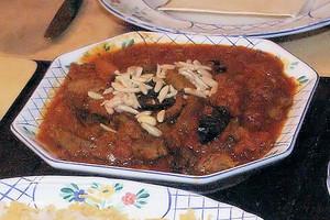 Khorescht-e Sardalu wa Alu, Hammelschulter in Pflaumen-Pfirsich-Soße