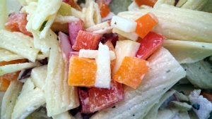 Nudelsalat mit Joghurt Apfel Paprika und Schinken