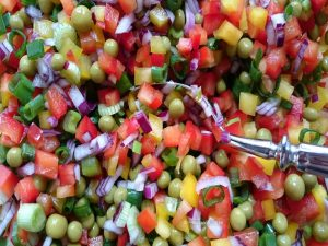 bunter Nudelsalat, das Gemüse