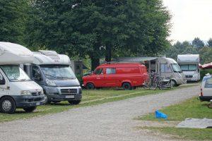Typischer Wohnmobil-Campingplatz
