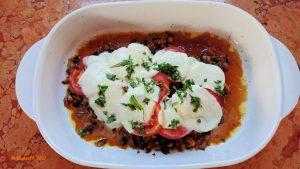 Schnitzel mit Champignon, Tomaten und Mozzarella überbacken