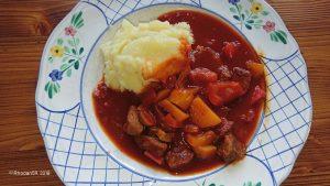 Gulasch in Tomatensoße