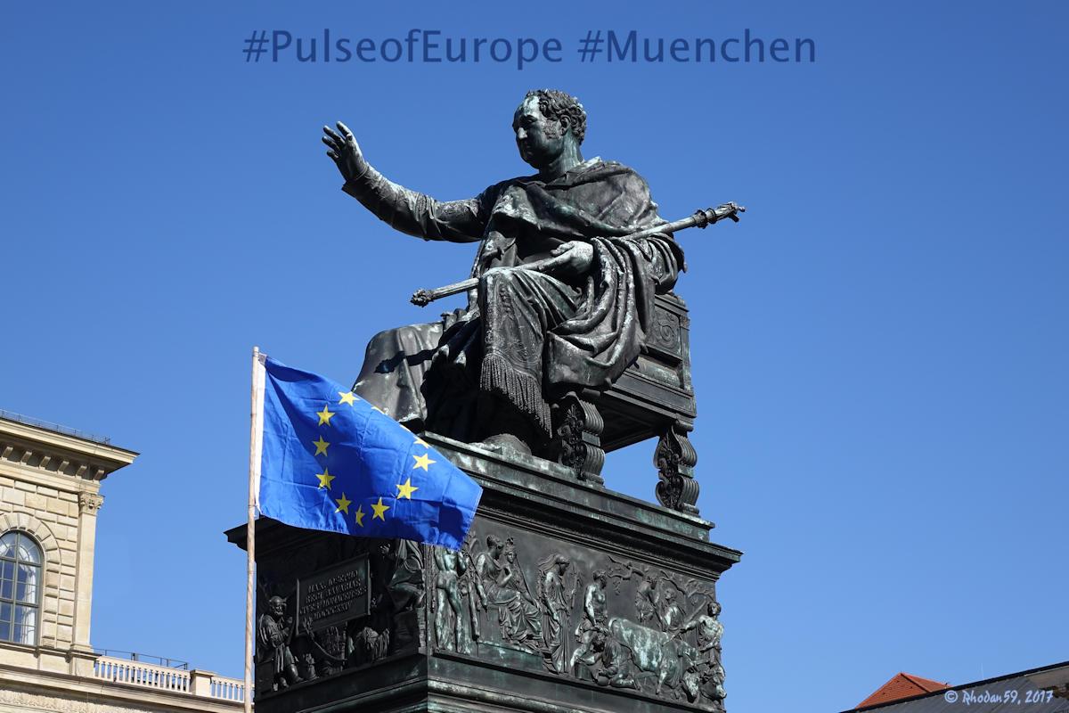 König Max I. Josef von Bayern bei PulseofEurope auf dem Max-Joseph-Platz in München