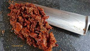 Die getrockneten Tomaten für die Fusili mit Linsen-Mandel-Basilikum-Pesto